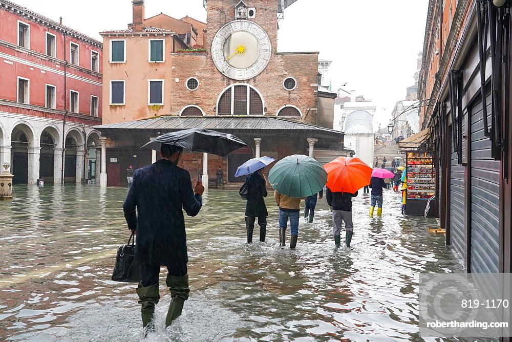Campo San Giacomo, Rialto, during the high tide in Venice, November 2019, Venice, UNESCO World Heritage Site, Veneto, Italy, Europe