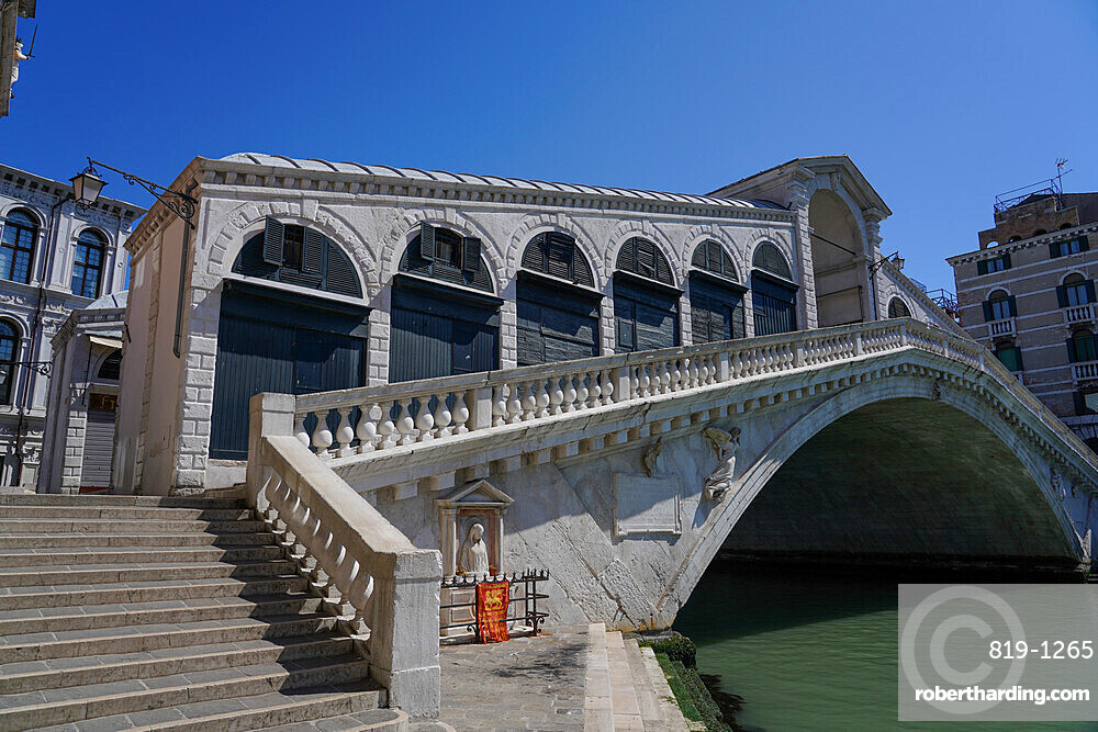 Rialto Bridge during Coronavirus lockdown, Venice, UNESCO World Heritage Site, Veneto, Italy, Europe