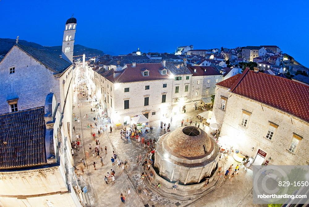 Big Onofrio's Fountain and the Stradun (main street) in the old town of Dubrovnik, UNESCO World Heritage Site, Adriatic Coast, Croatia, Europe