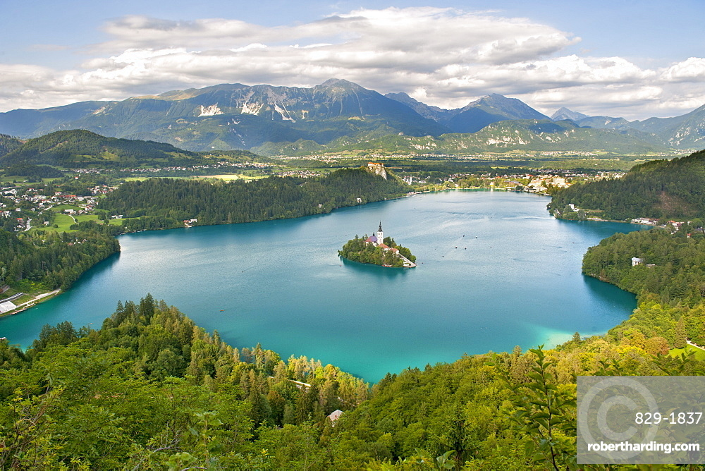 Bled Island and the 15th century Pilgrimage Church of the Assumption of Mary, Lake Bled, Slovenia, Europe