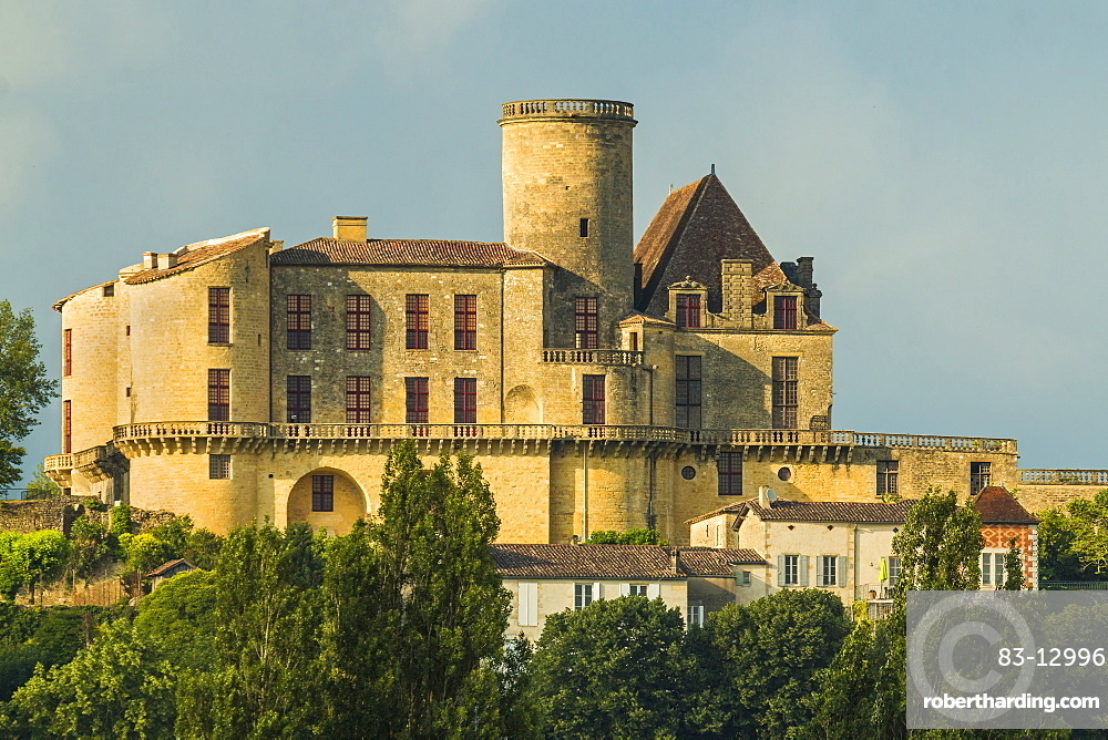 Chateau de Duras castle, originally a 12th century fortress but by the 18th century was a retreat, Duras, Lot-et-Garonne, Aquitaine, France, Europe