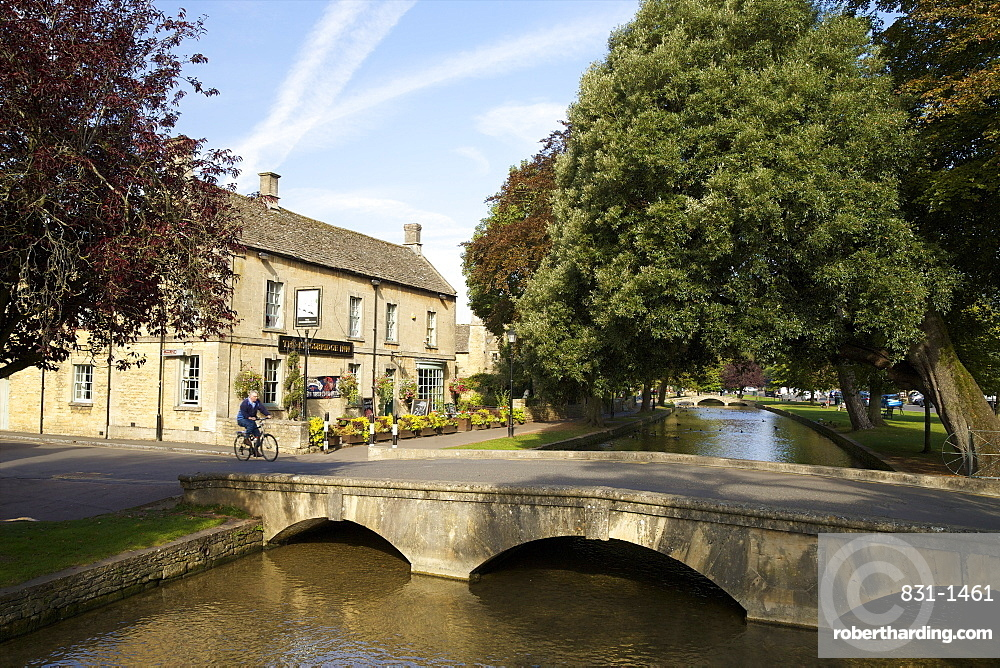 Kingsbridge Inn and River Windrush, Bourton-on-the-Water, Cotswolds, Gloucestershire, England, United Kingdom, Europe