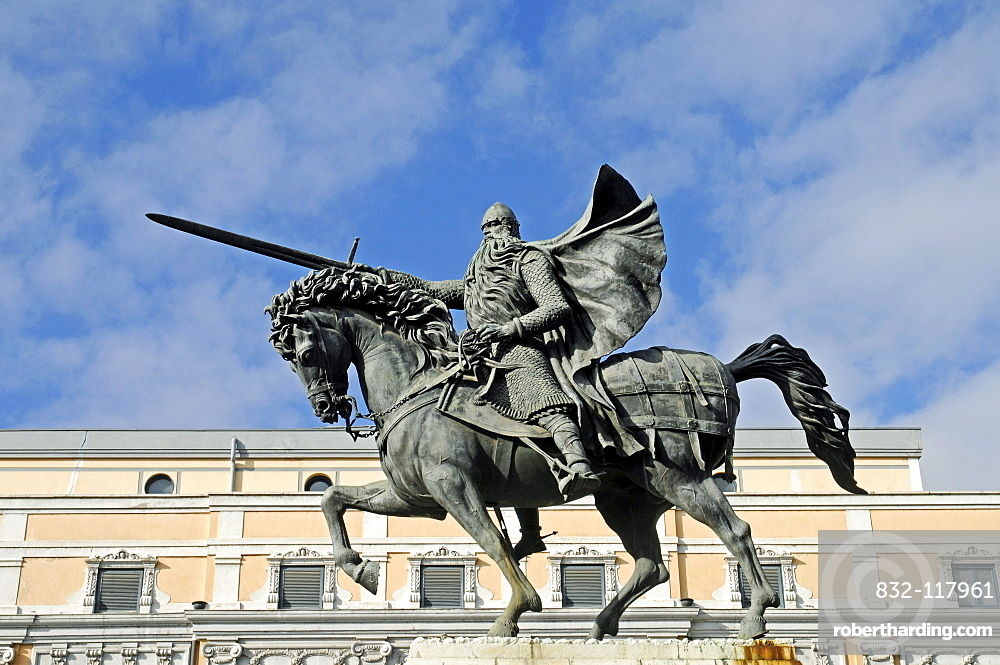 Equestrian statue of El Cid, a knight and national hero, Burgos, Castilla y Leon province, Spain, Europe