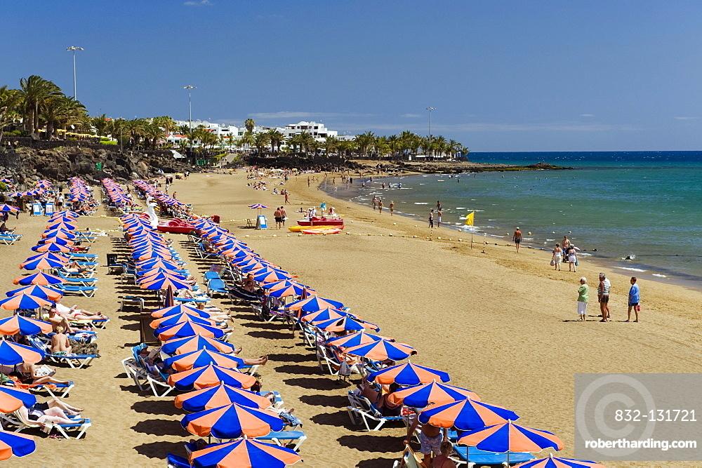 Beach umbrellas on the sandy beach, Playa Grande, Puerto del Carmen, Lanzarote, Canary Islands, Spain, Europe