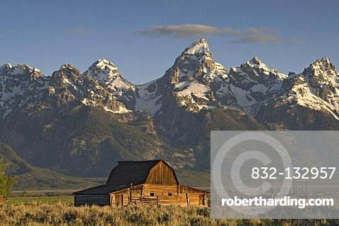 Old farm, in the back the Teton Range, Grand Teton National Park, Wyoming, USA, America