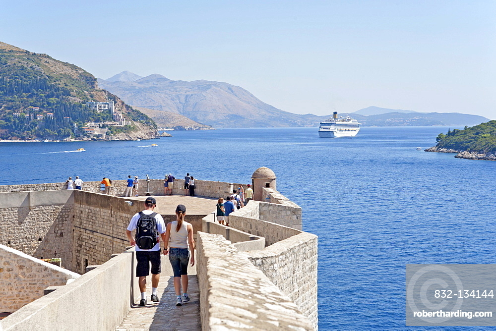 City wall of the historic town of Dubrovnik, Southern Dalmatia, Adriatic Coast, Croatia, Europe