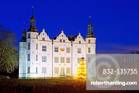 Christmas tree in front of the illuminated Ahrensburger Schloss castle at dusk, in Ahrensburg, Stormarn district, Schleswig-Holstein, Germany, Europe