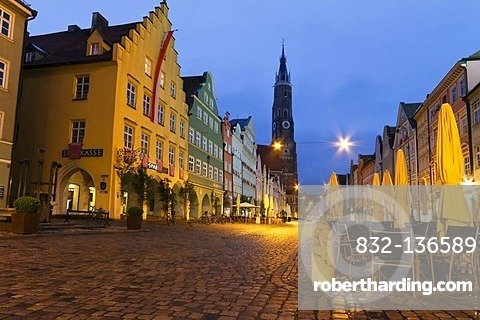 Pedestrian zone of the historic town centre of Landshut at dusk, Lower Bavaria, Bavaria, Germany, Europe