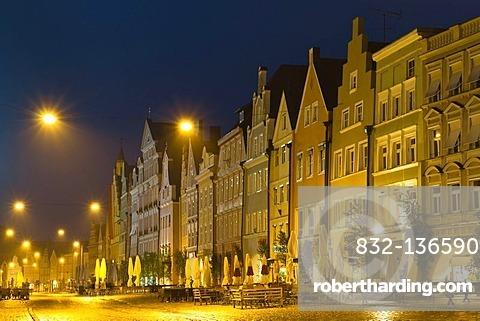 Pedestrian zone of the historic town centre of Landshut at dusk, Lower Bavaria, Bavaria, Germany, Europe