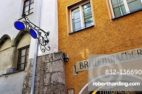 Sign, 'Brillenmacher', optician, in the historic centre, Innsbruck, Tyrol, Austria, Europe