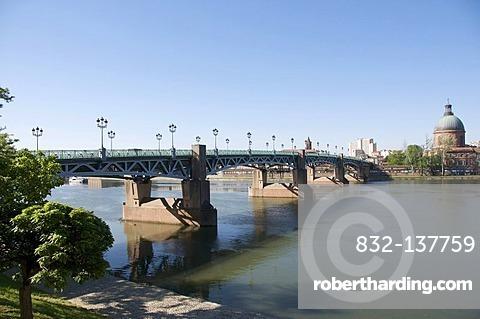 Saint Pierre bridge and the Hospice de la Grave, Toulouse, France, Europe