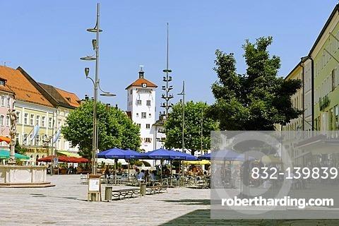 May pole, Jacklturm tower, Stadtplatz town square, Traunstein, Upper Bavaria, Bavaria, Germany, Europe