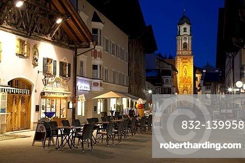 Parish church of St. Peter and Paul, blue hour, Obermarkt square, Mittenwald, Upper Bavaria, Bavaria, Germany, Europe