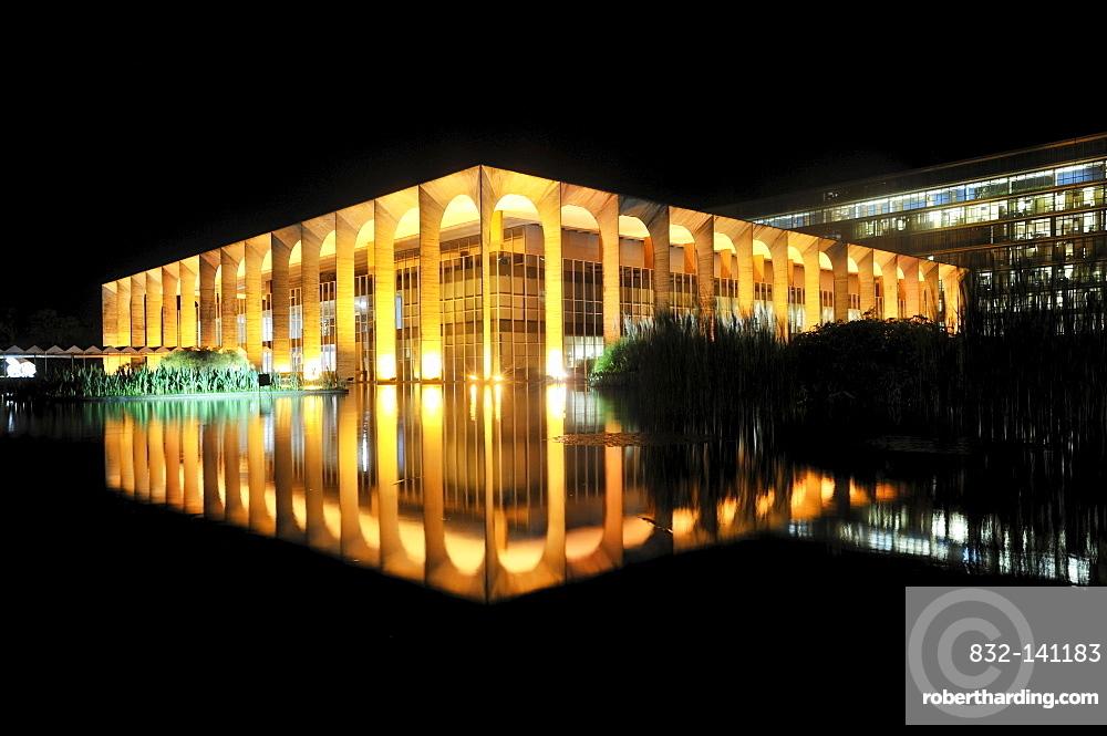 Ministry of Foreign Affairs, Palacio Itamaraty, at night, architect Oscar Niemeyer, Brasilia, Distrito Federal, Brazilian Federal District, Brazil, South America