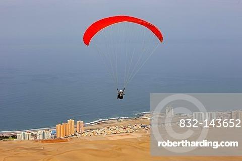 Paraglider, Iquique, Atacama desert, Region de Tarapaca, Chile, South America