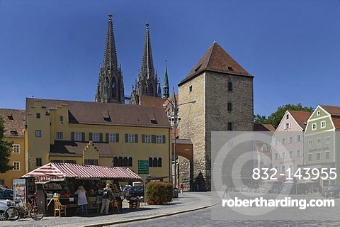 Alter Kornmarkt square with stand, view over the Herzogshof palace and Roemerturm or Heidenturm tower on the Regensburg cathedral of St. Peter, old town, UNESCO World Heritage Site, Regensburg, Upper Palatinate, Bavaria, Germany, Europe