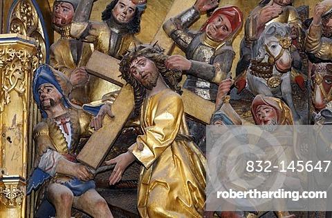 Carved figure of Christ bearing the Cross, Heiligentaler altar, St. Nicolai church, Lueneburg, Lower Saxony, Germany, Europe