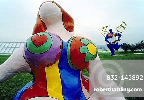 Voluminous Nana sculpture by Niki de Saint Phalle, founding exhibition of the Bundeskunsthalle Bonn, Art and Exhibition Hall in Bonn, North Rhine-Westphalia, Germany, Europe