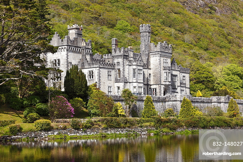 Kylemore Abbey, Connemara, County Galway, Republic of Ireland, Europe