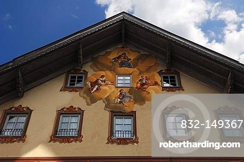 Lueftlmalerei traditional mural, 1979, by Sebastian and Stephen Pfeffer, on the Post Hotel, Obermarkt 9, Mittenwald, Upper Bavaria, Bavaria, Germany, Europe