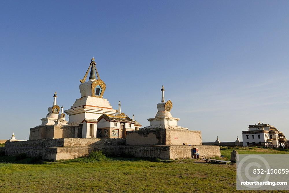 Stupa and temples in the inner complex of Erdene Zuu Khiid Monastery, Karakorum, Kharkhorin, Oevoerkhangai Aimak, Mongolia, Asia