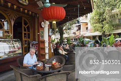 Restaurant on Sisowath Quay, Phnom Penh, Cambodia, Indochina, Southeast Asia