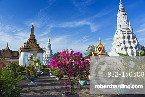 Equestrian statue of King Norodom, gardens of the Royal Palace, Phnom Penh, Cambodia, Indochina, Southeast Asia, Asia