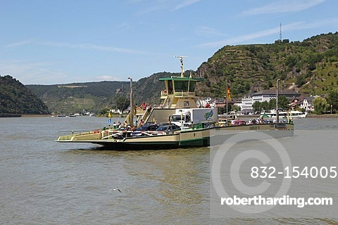 Rhine ferry Loreley VI between St Goar and St Goarshausen, St Goar, Rhineland-Palatinate, Germany, Europe