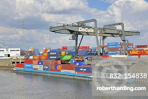 Container ship being loaded, inland port in Duisburg, North Rhine-Westphalia, Germany, Europe