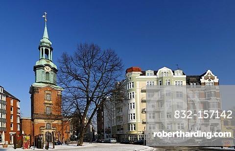 The Heilige Dreieinigkeitskirche Holy Trinity Church and houses in St. Georg, Hamburg, Germany, Europe