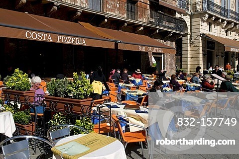 Pizzeria and restaurant on Piazza del Campo, Siena, Unesco World Heritage Site, Tuscany, Italy, Europe