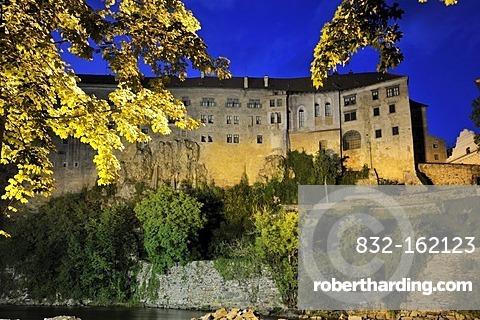 Cesky Krumlov Castle in the evening above the historic old town, UNESCO World Heritage Site, Cesky Krumlov, Czech Republic, Europe