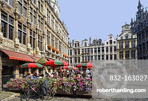 Street cafe, facades and gables of the guildhalls on the Grote Markt, Grand Place, Brussels, Belgium, Europe