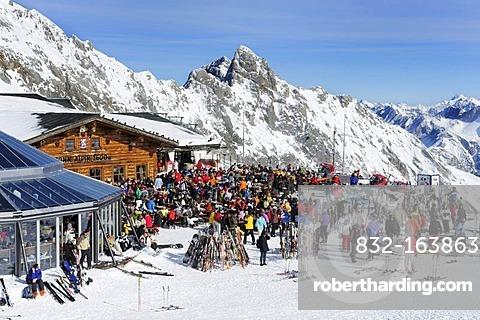 Restaurant Sonn Alpin on the plateau on Mt. Zugspitze, Wettersteingebirge moutains, Werdenfels, Upper Bavaria, Bavaria, Germany, Europe