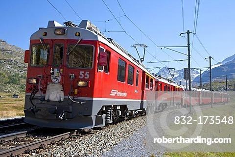 Rhaetische Bahn, Rhaetian Railway on the Bernina Pass at Diavolezza, Engadin, Grisons, Switzerland, Europe