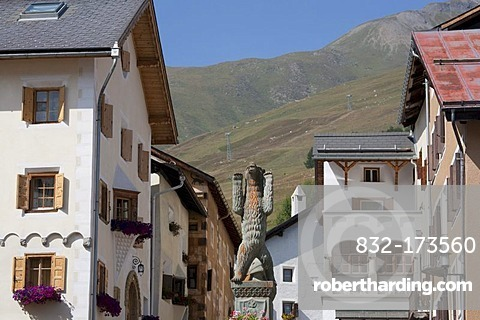 Village square in Zuoz, ornate buildings, townscape, Upper Engadine, Engadine, Grisons, Switzerland, Europe