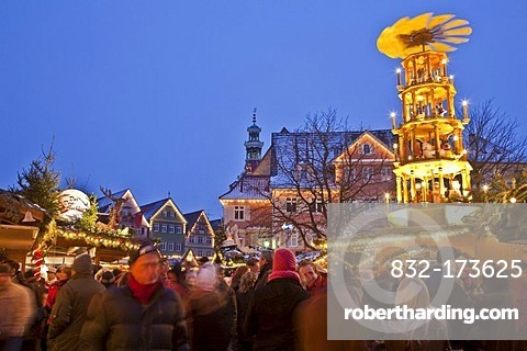 Christmas market in the evening, Christmas pyramids, snow, people, Esslingen, Baden-Wuerttemberg, Germany, Europe