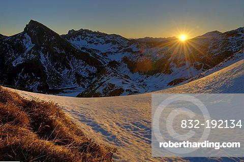 Sunrise over mountain range with snow-covered mountains, Hindelang, Allgaeu, Bavaria, Germany, Europe