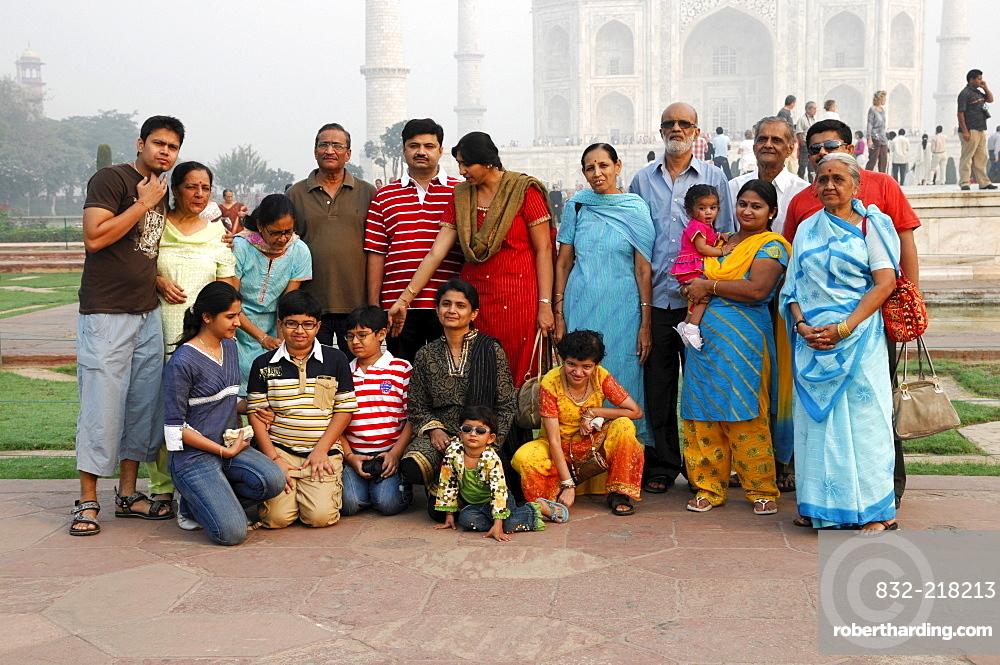 Family outing, family photo at the Taj Mahal, Agra, Rajasthan, northern India, Asia