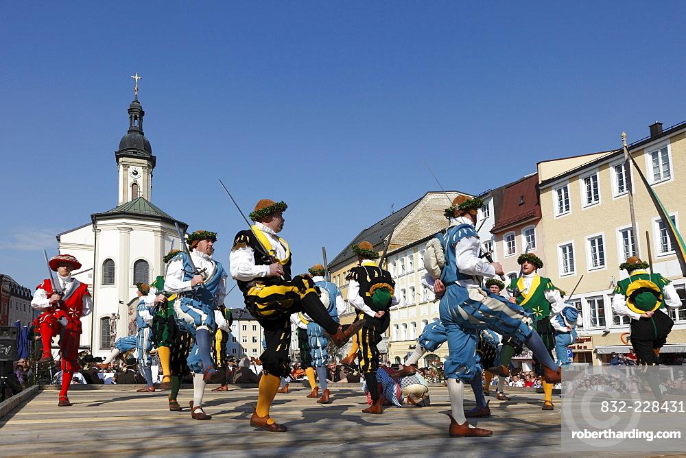 Historic sword dance, Georgiritt, George's Ride, Easter Monday procession, town square with parish church in Traunstein, Chiemgau, Upper Bavaria, Bavaria, Germany, Europe