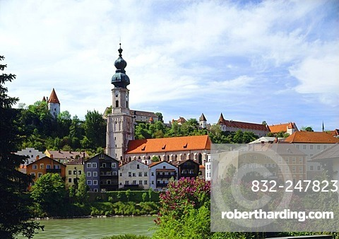 Historic town centre with the parish church of Saint Jakob and castle, Burghausen, Upper Bavaria, Bavaria, Germany, Europe