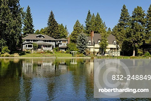 Exclusive villa on the bank of the Deschutes River, Bend, Oregon, USA