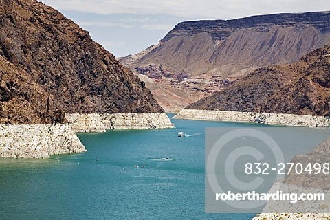 Lake Mead behind Hoover Dam, the white ring around the reservoir shows the high water level, Boulder City, Nevada, USA