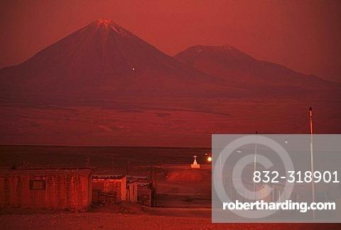 CHL, Chile, Atacama Desert: San Pedro de Atacama, the Lincancabur volcano, 5916 metres high.