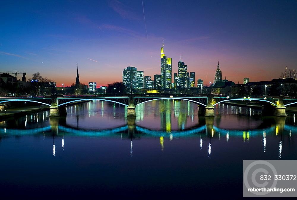 Ignatz Bubis Bridge and the Frankfurt skyline, Frankfurt, Hesse, Germany, Europe
