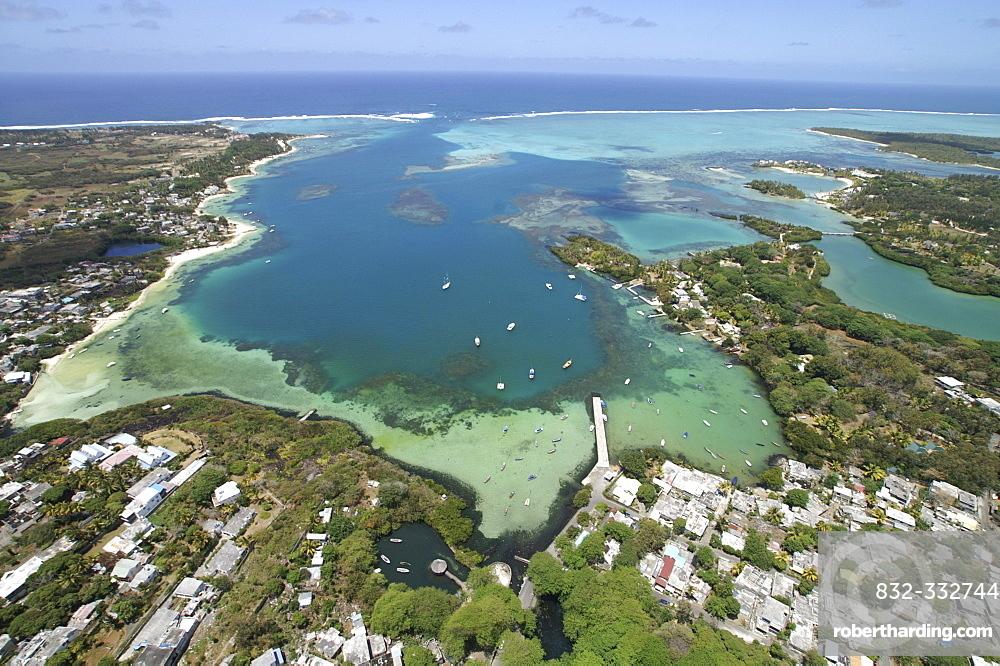 Aerial view, coral banks, ocean and hotel resort, Mauritius, Mascarenes, Indian Ocean