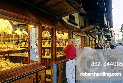 Jewelry stores at Ponte Vecchio, Florence, Firenze, Tuscany, Italy, Europe