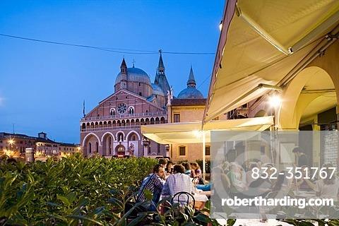 Restaurant in front of the Antonius Basilica, Padua, Veneto, Italy, Europe