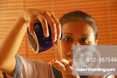 Masseuse, jug, massage oil, Oberoi Luxury Hotel, Mauritius, Indian Ocean