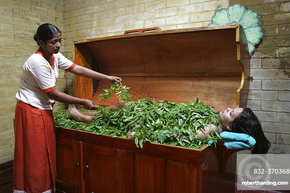 LKA, Sri Lanka : Siddhalepa Ayurveda Resort, body steam bath with fresh ayurvedic herbs.